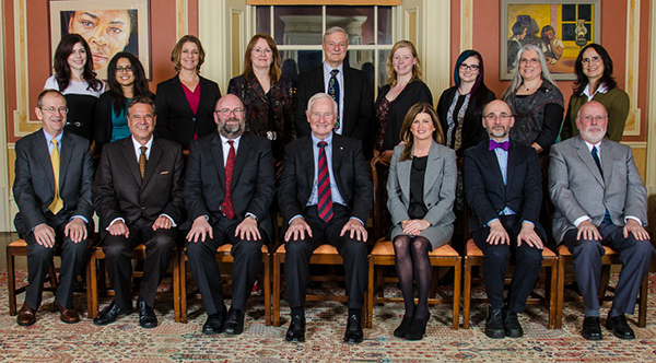 CIHR honours the Cochrane Canada Centre. Back row, centre: Jim Wright. Front row centre: the Right Honourable David Johnston, Governor General, and the Honourable Rona Ambrose, Minister of Health. Front row, far right: Stuart MacLeod.