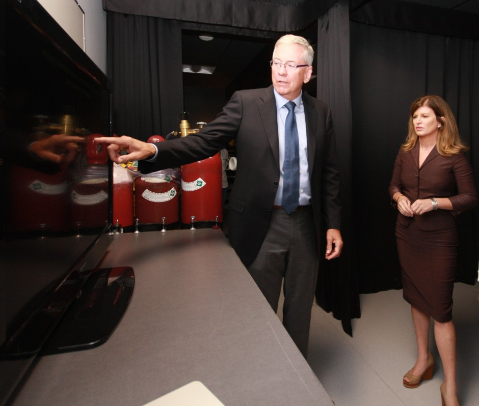 L-R: Brian MacVicar, Co-Director of the Djavad Mowafaghian Centre for Brain Health, shows his images of astrocytes and neurons to federal Minister of Health Rona Ambrose.
