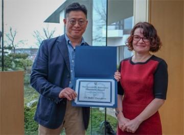 Dr. Marcus Lem (SPPH) presents Dr. Reka Gustafson with the James M. Robinson Award
