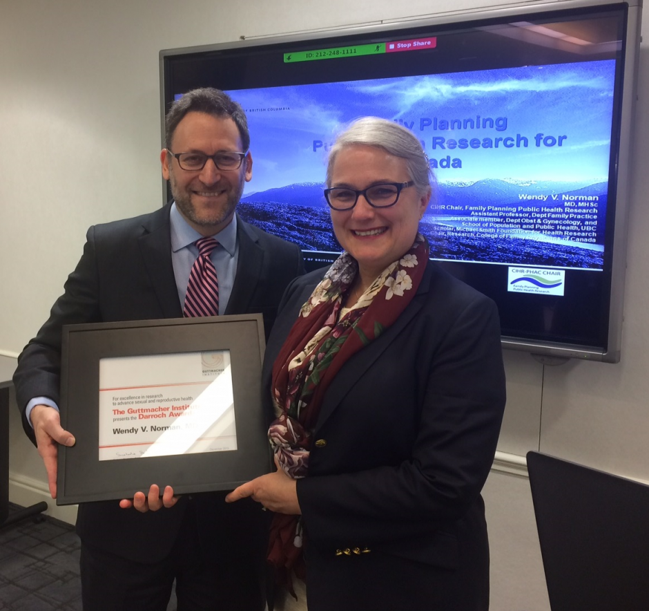 L-R: Lawrence Finer, Director of Domestic Research at the Guttmacher Institute, and Wendy Norman, at the award ceremony in New York.